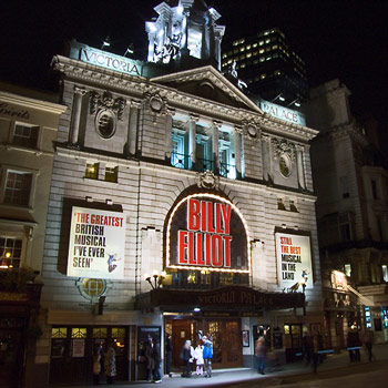 Victoria Palace Theatre London What S On And How To Get